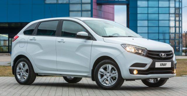 Компания «АвтоВАЗ» решила нарастить производство Лада Веста и Иксрей в этом месяце