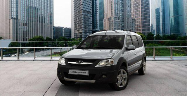 Спрос на российский автомобиль Лада Ларгус в два раза превышает объем ее выпуска