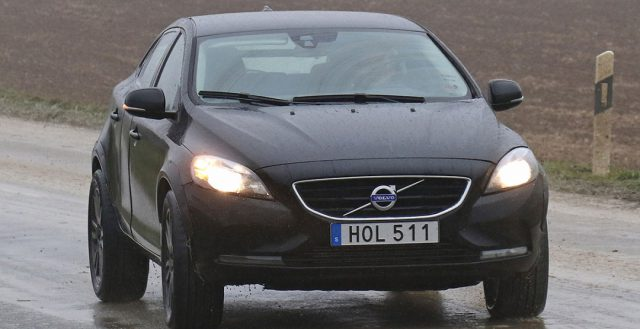 Новинка XC40 от компании Volvo замечен в чужом обличие