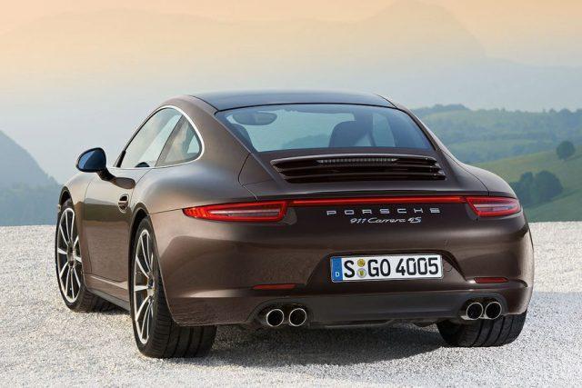 Специалисты прокатились на премиальной новинке Porsche 911 Carrera 4S с новым агрегатом