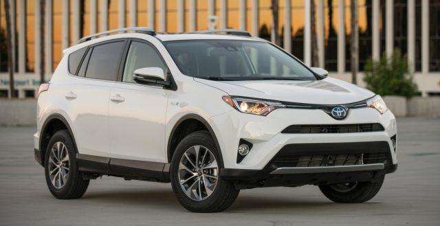 Апрельские продажи компании Тойота в РФ выросли на 15% по сравнению с прошлым годом