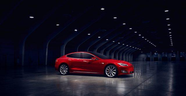 Выяснилось, в чем заключается секрет популярности и высоких продаж компании Тесла