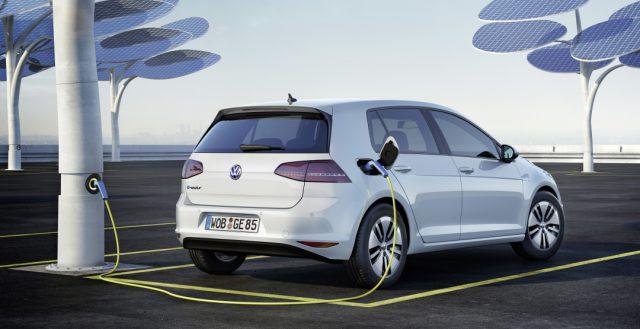 К 2025 году бренд Фольксваген хочет продать не менее миллиона электрических автомобилей