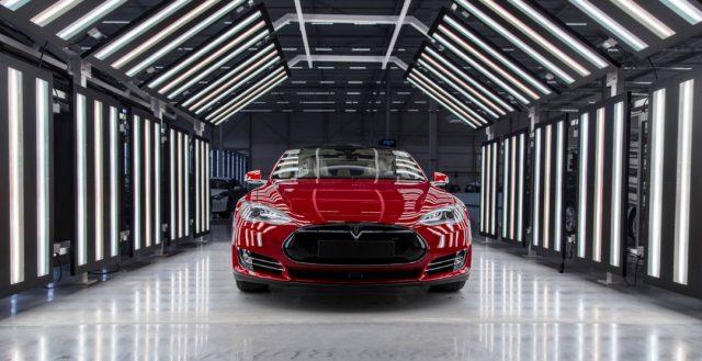 Компания Тесла испытывает острый недостаток высококвалифицированных инженеров