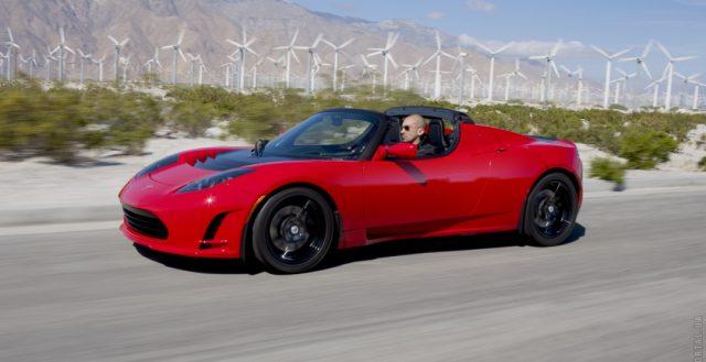 Обновленная модель Тесла Родстер станет мощнее и больше