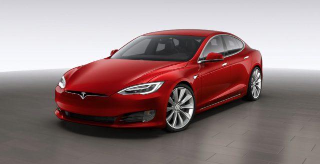 Инженеры компании Тесла оборудуют свои электрокары непроверенным ПО без согласия владельцев