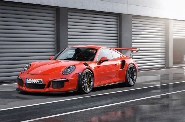 Дизайнеры популярного ателье добавили карбоновых деталей спорткару 911 GT3 RS от Порше