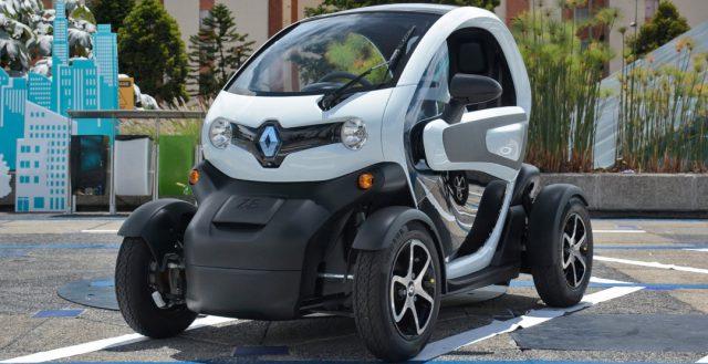 На российском автомобильном рынке начали продаваться первые электрокары от компании Рено