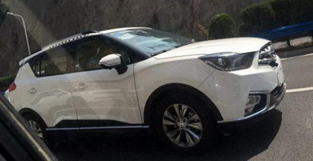 Китайский свежий кросс Haima S3 тестируется на общественных дорогах