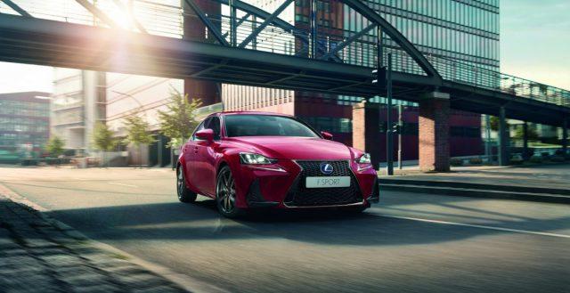 Стало известно, сколько будет стоить седан Lexus IS 2017 после обновления