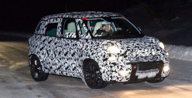 Доработанный Fiat 500L тестируется в зимних условиях