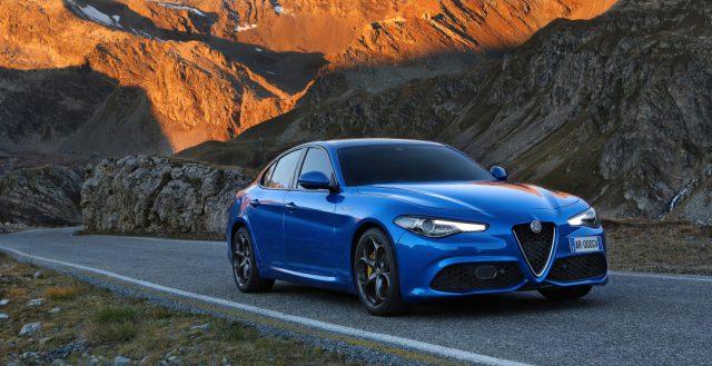 Седан Alfa Romeo Giulia укомплектуют новым мотором с отдачей в 350 лошадей