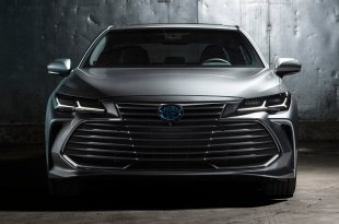 Toyota Avalon 2019: комплектации, цены и фото